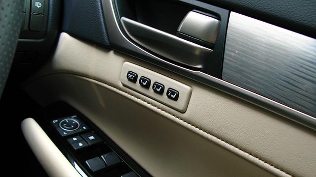 自動車のドアトリムを塗装し直したい! 方法や注意点を解説!